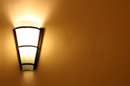 Lampetter och annan väggbelysning skapar stämning och mystik